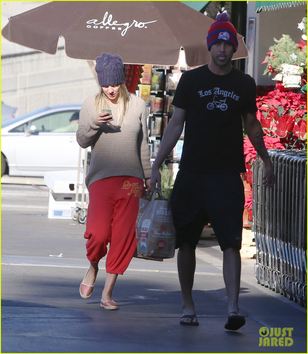 kaley cuoco ryan sweeting whole foods twosome 053012832