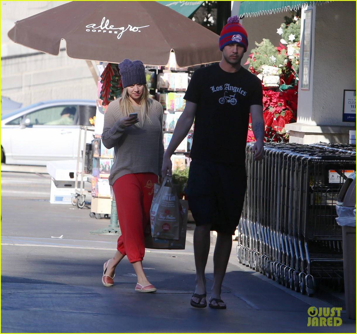 kaley cuoco ryan sweeting whole foods twosome 063012833