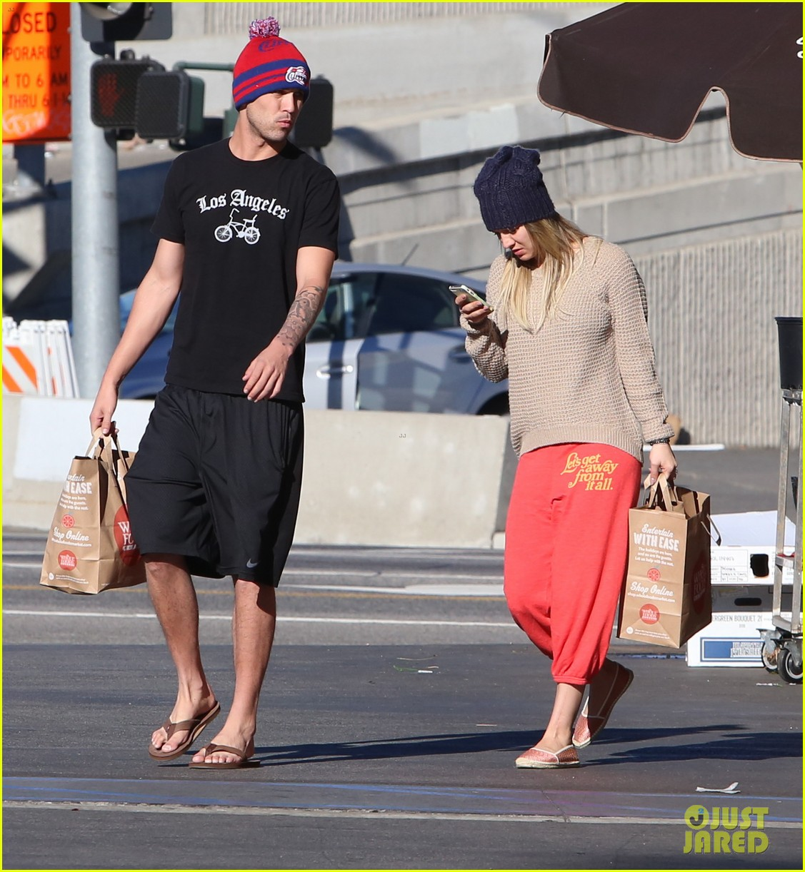 kaley cuoco ryan sweeting whole foods twosome 113012838