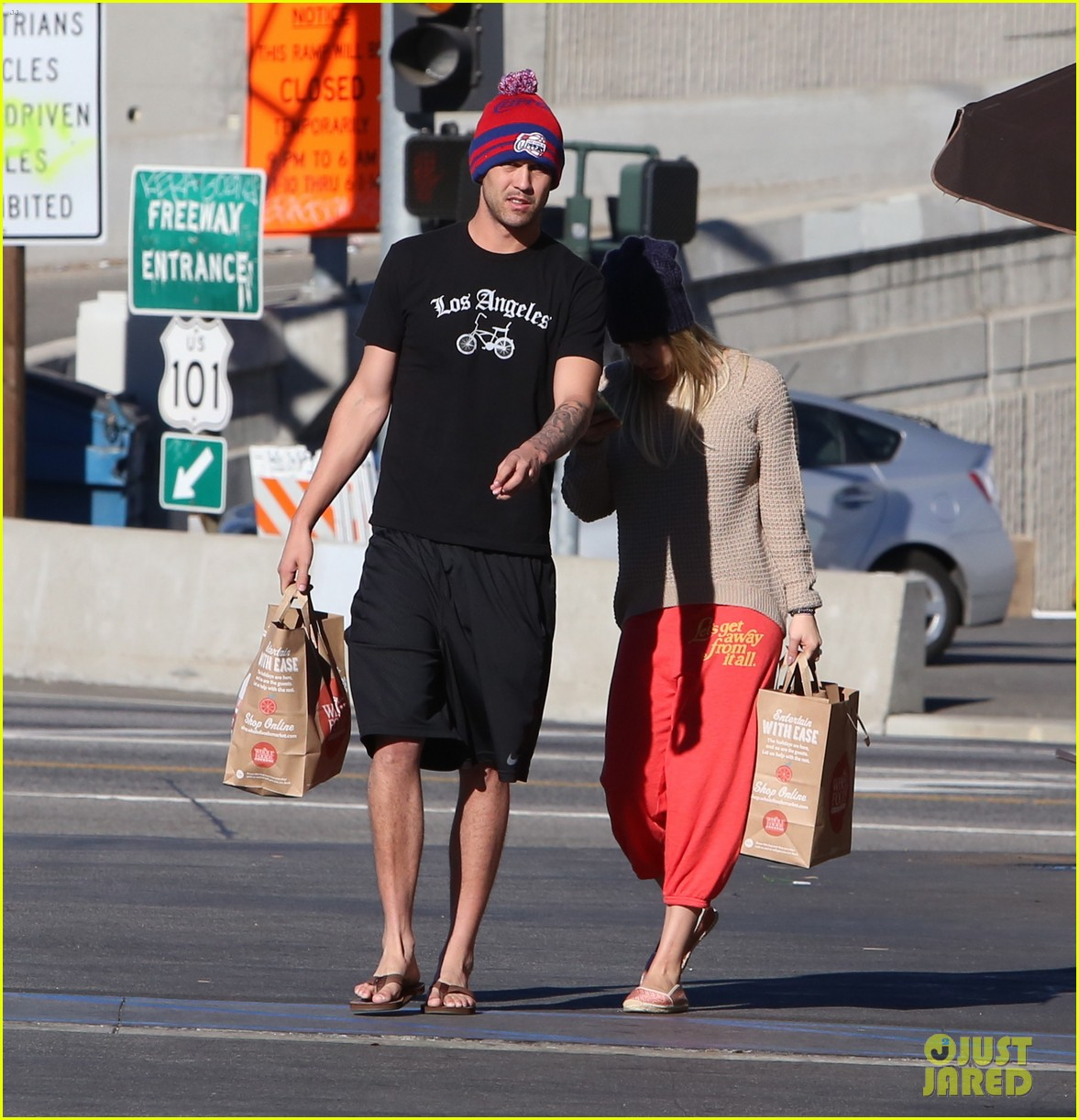 kaley cuoco ryan sweeting whole foods twosome 143012841