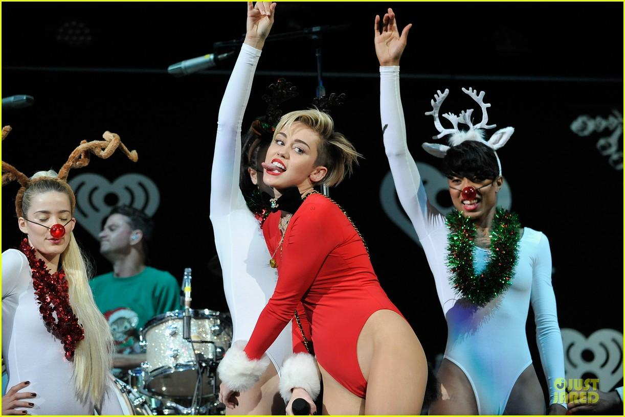 miley cyrus backstage at power 961 jingle ball 2013 113010325