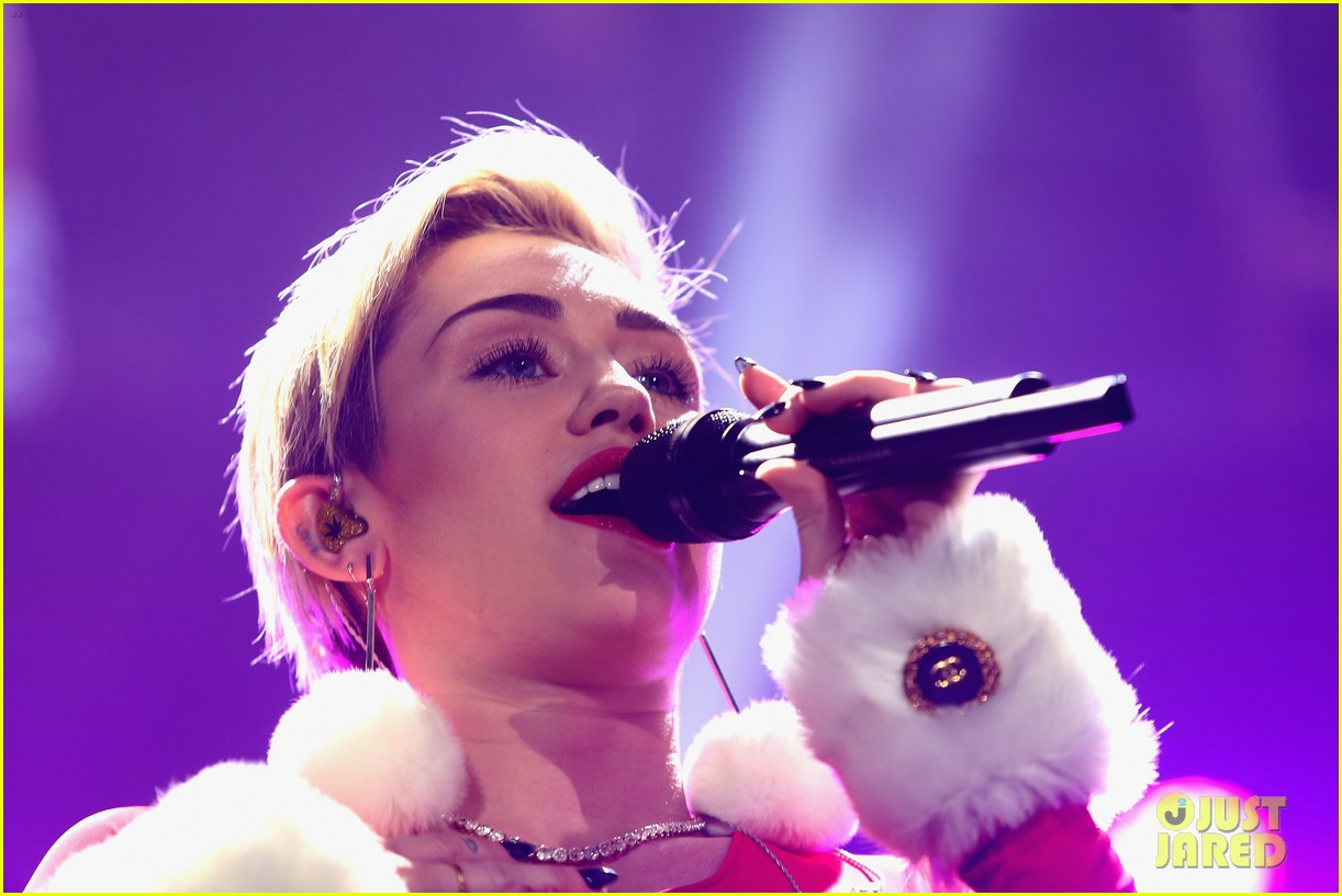 miley cyrus performs after being named artist of the year 213009466