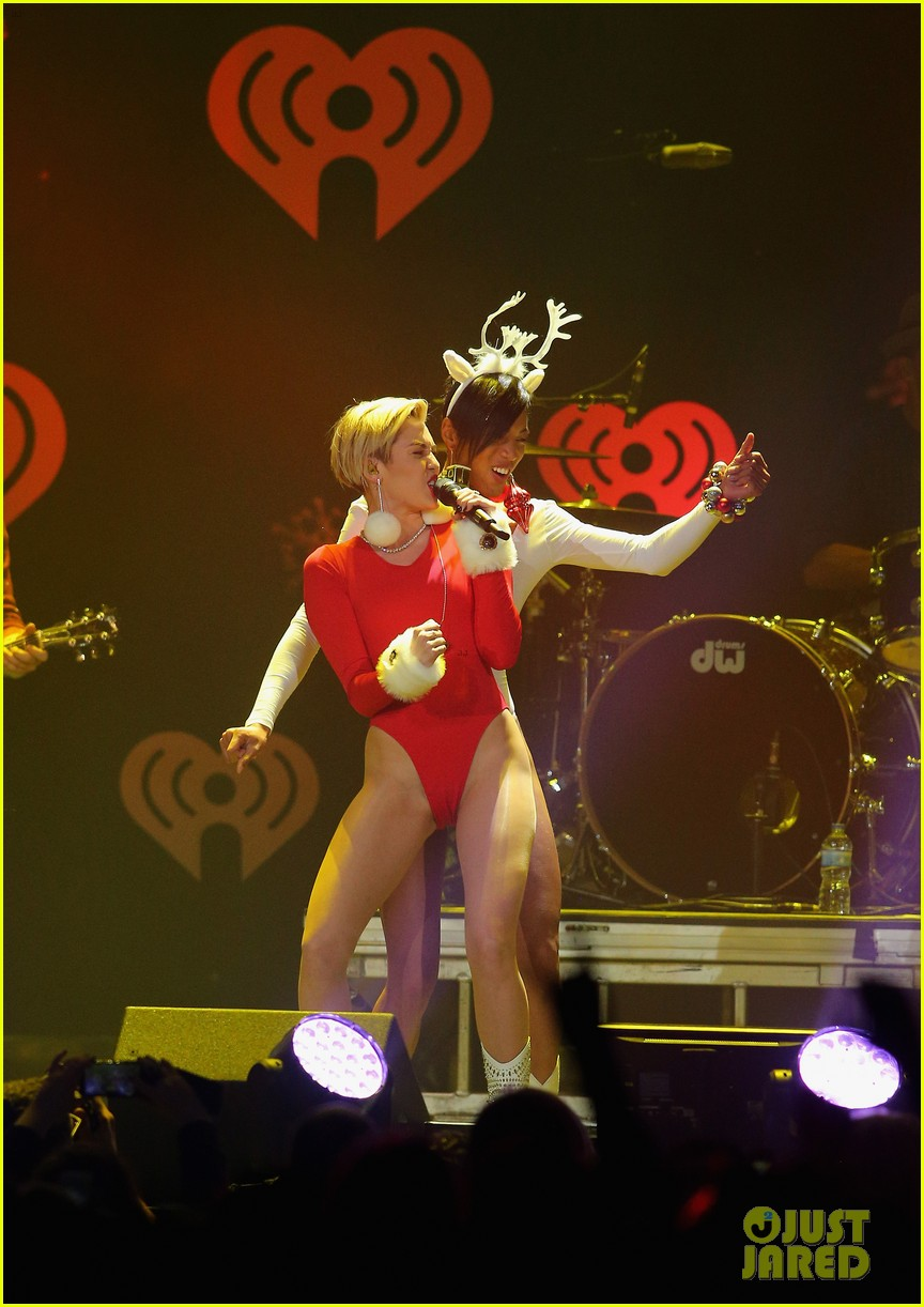 miley cyrus performs after being named artist of the year 243009469