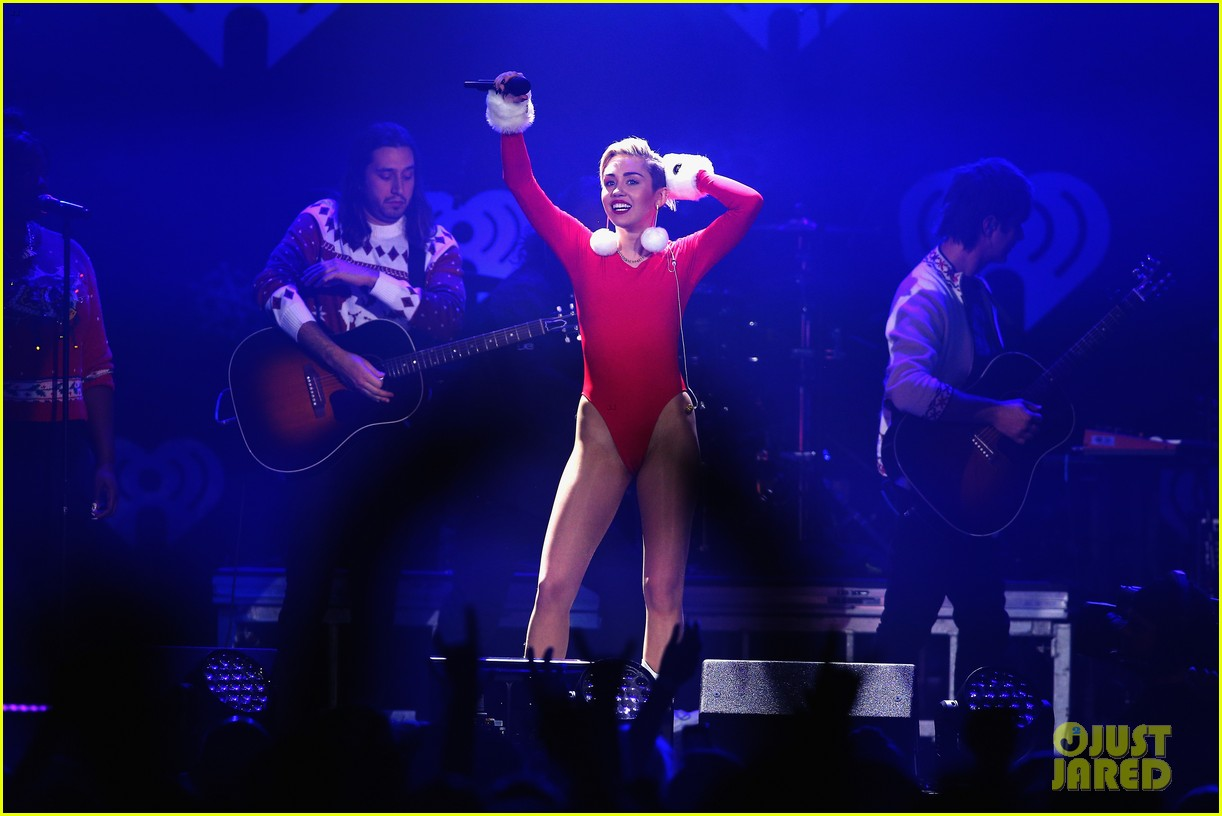 miley cyrus performs after being named artist of the year 273009472