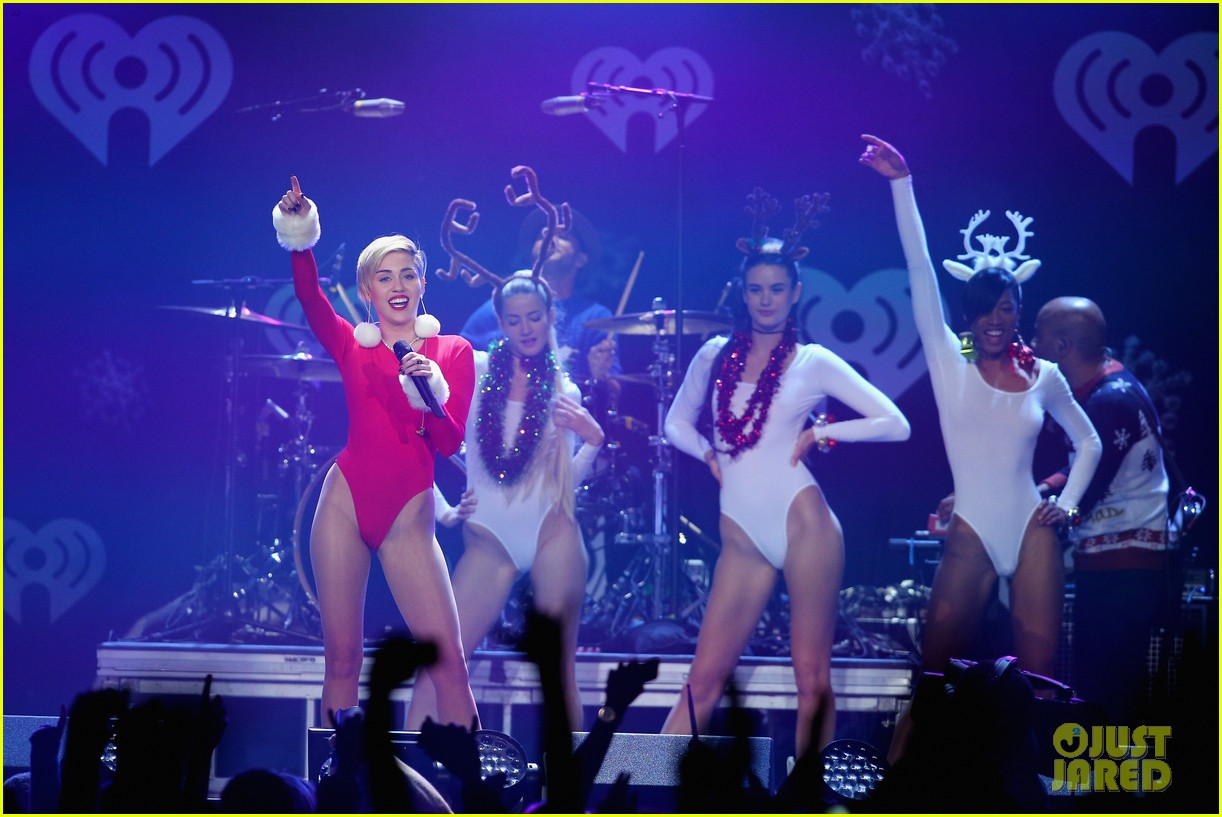 miley cyrus performs after being named artist of the year 293009474