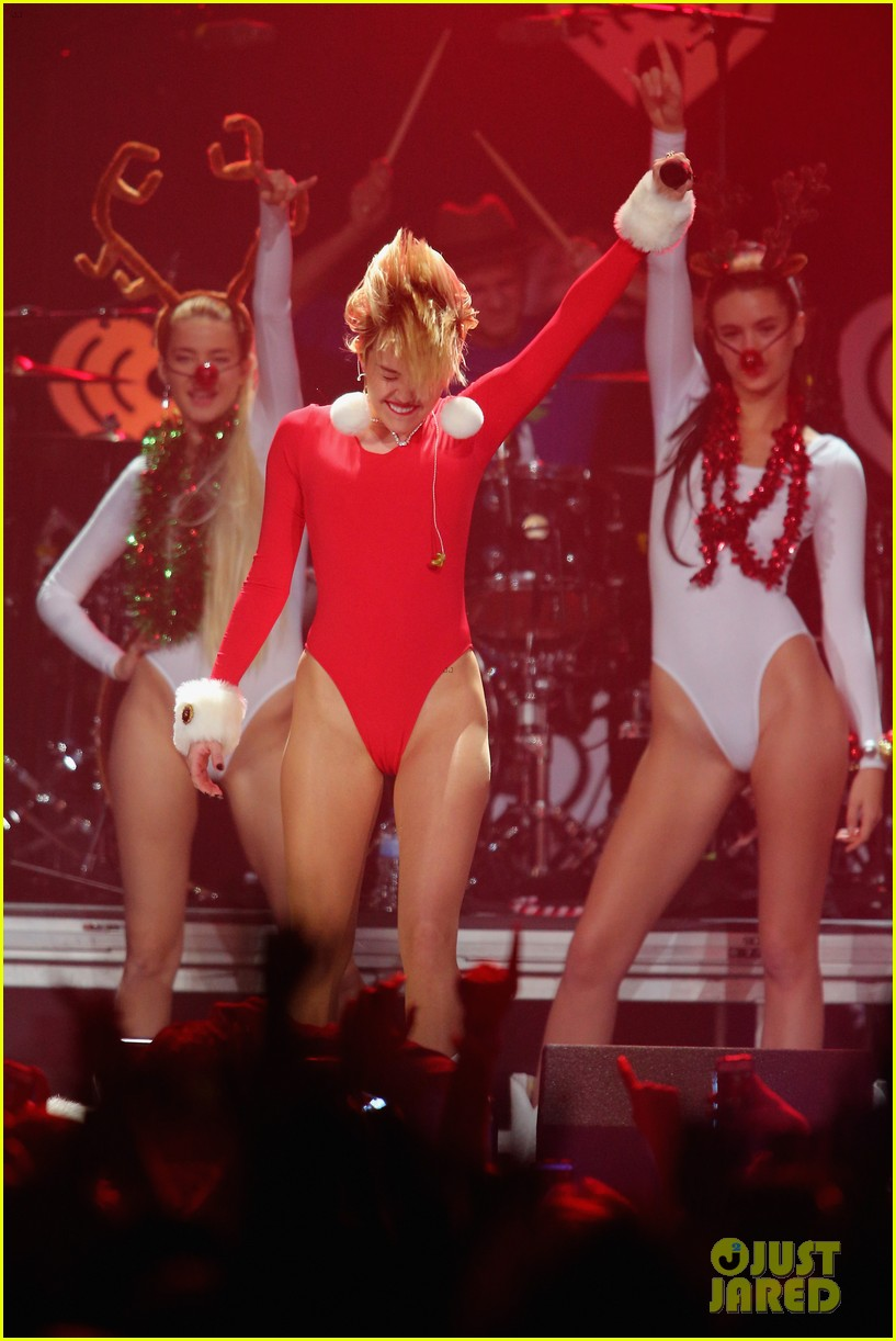 miley cyrus performs after being named artist of the year 303009475