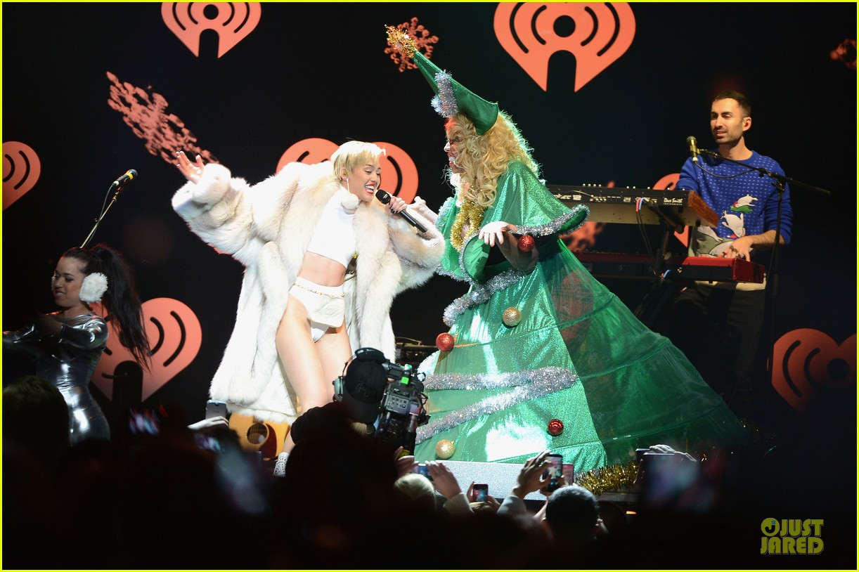 miley cyrus white hot for hot 995 jingle ball 2013 06