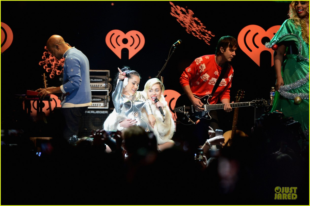 miley cyrus white hot for hot 995 jingle ball 2013 093013423