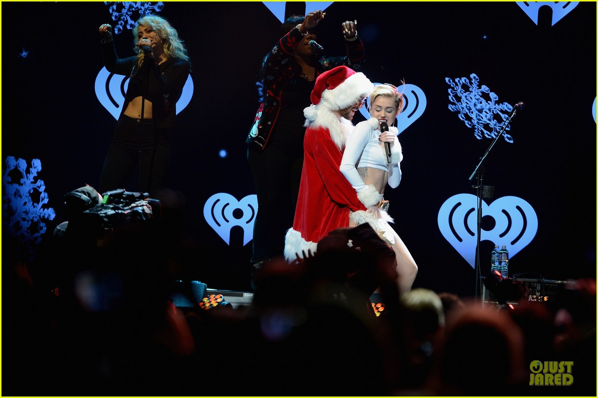 miley cyrus white hot for hot 995 jingle ball 2013 103013424