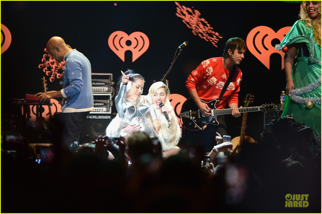 miley cyrus white hot for hot 995 jingle ball 2013 113013425