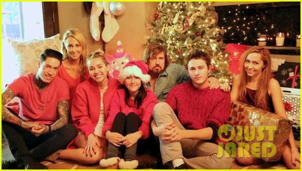 miley cyrus shares family fist fight christmas photo 043017914