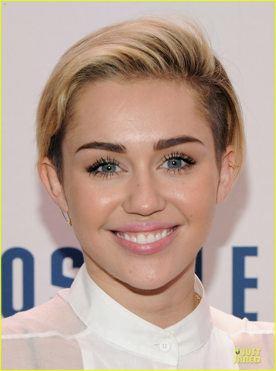 miley cyrus sheer top at z100 jingle ball 113011728