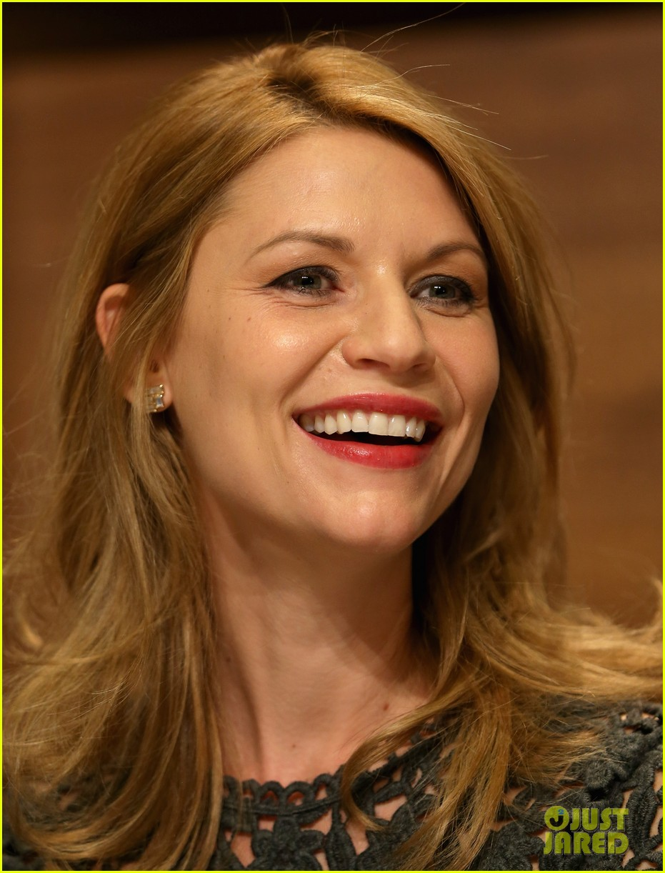 claire danes nobel peace prize ceremony conference 06