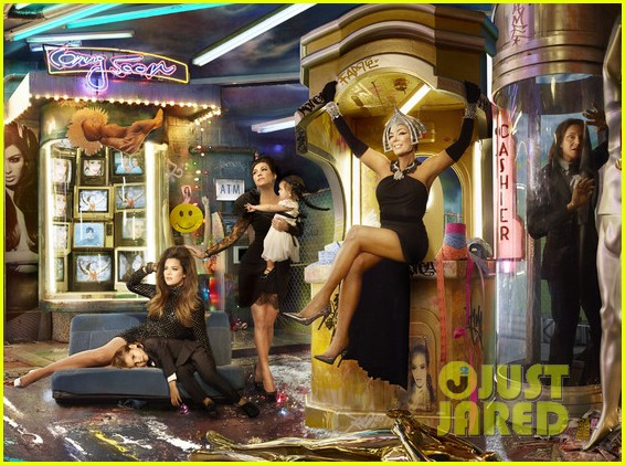 who made the annual kardashian family christmas card 013003256