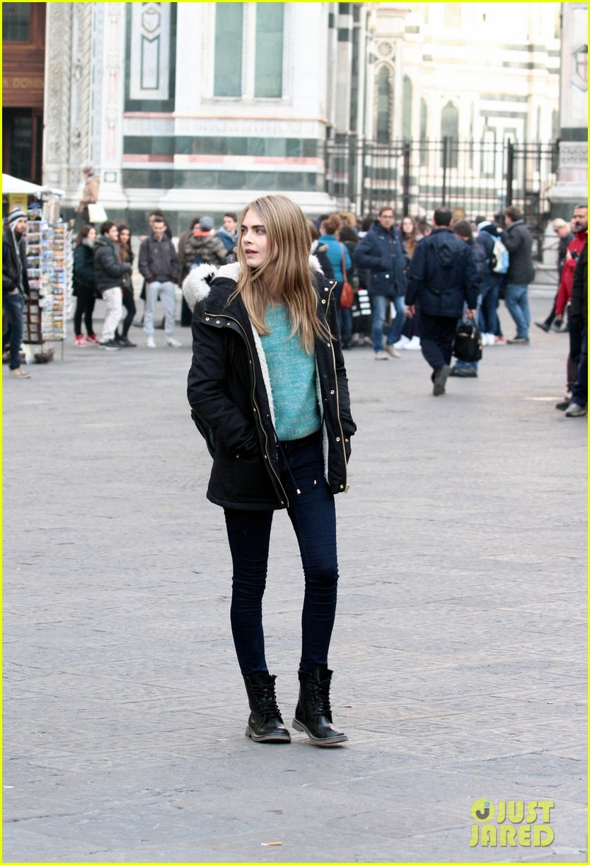 cara delevingne films a movie with daniel bruhl in italy 013014672