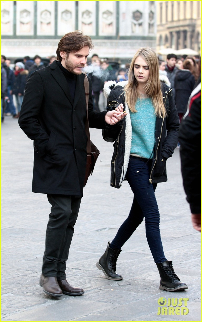 cara delevingne films a movie with daniel bruhl in italy 053014676
