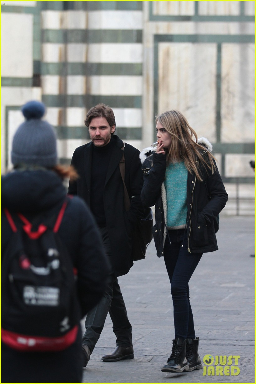 cara delevingne films a movie with daniel bruhl in italy 063014677