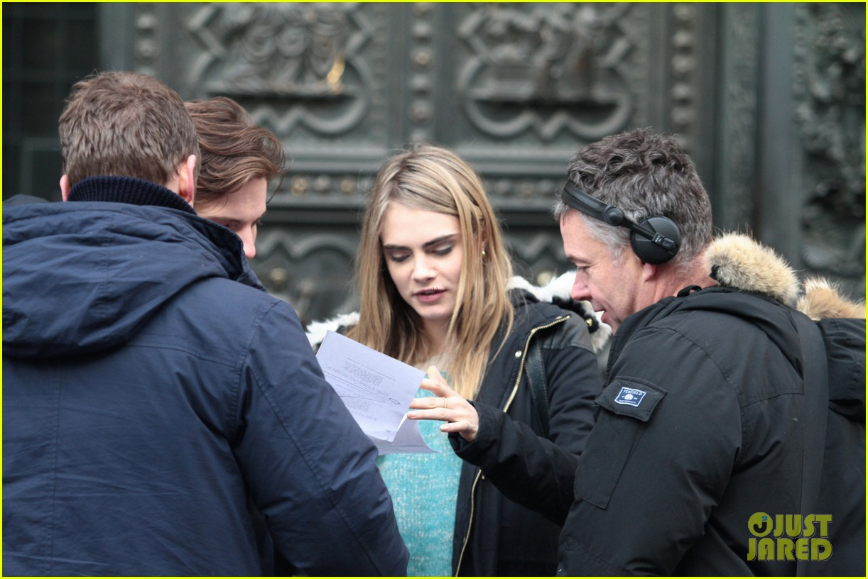 cara delevingne films a movie with daniel bruhl in italy 073014678