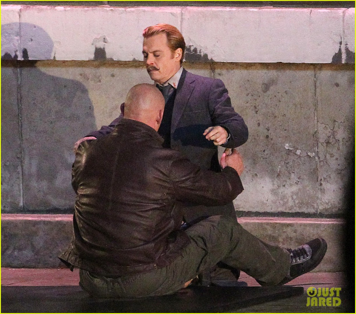 johnny depps pants fall to the ground while filming mortdecai 133008475