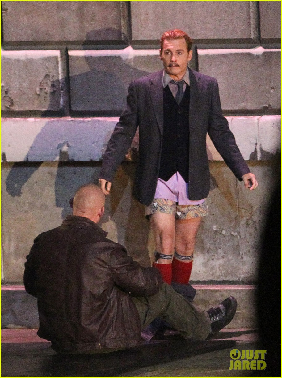 johnny depps pants fall to the ground while filming mortdecai 183008480