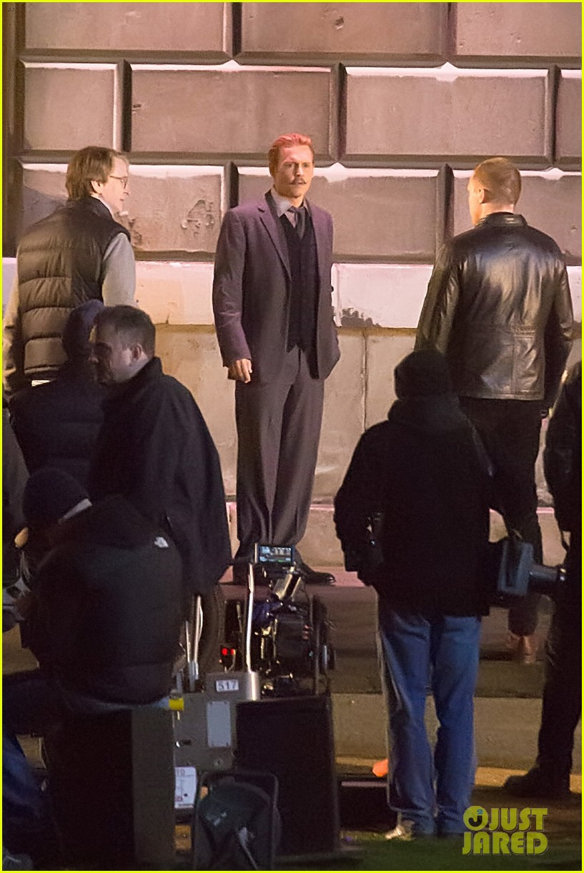 johnny depps pants fall to the ground while filming mortdecai 233008485