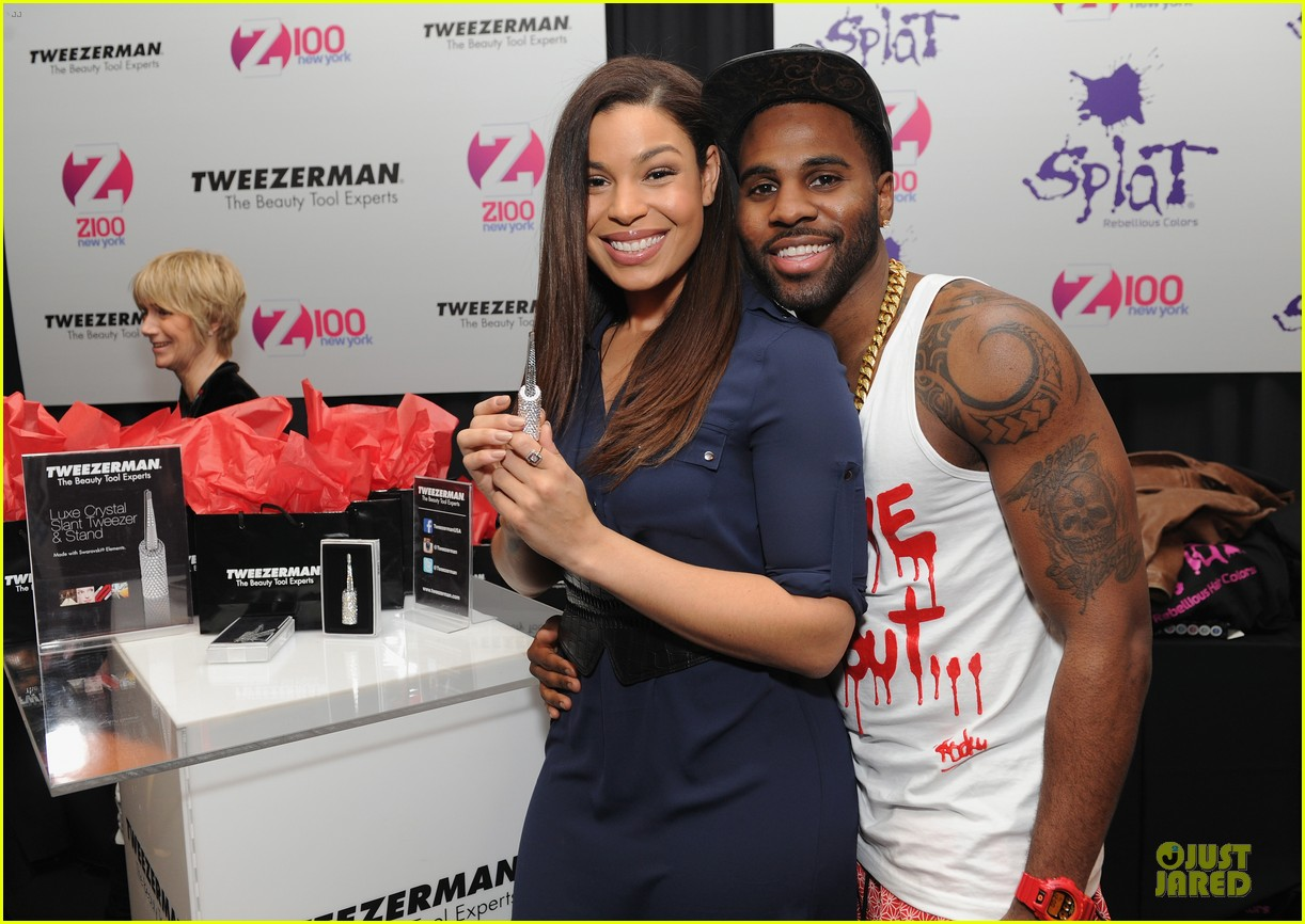 jason derulo backstage massage from jordin sparks at z100 jingle ball 2013 exclusive 08