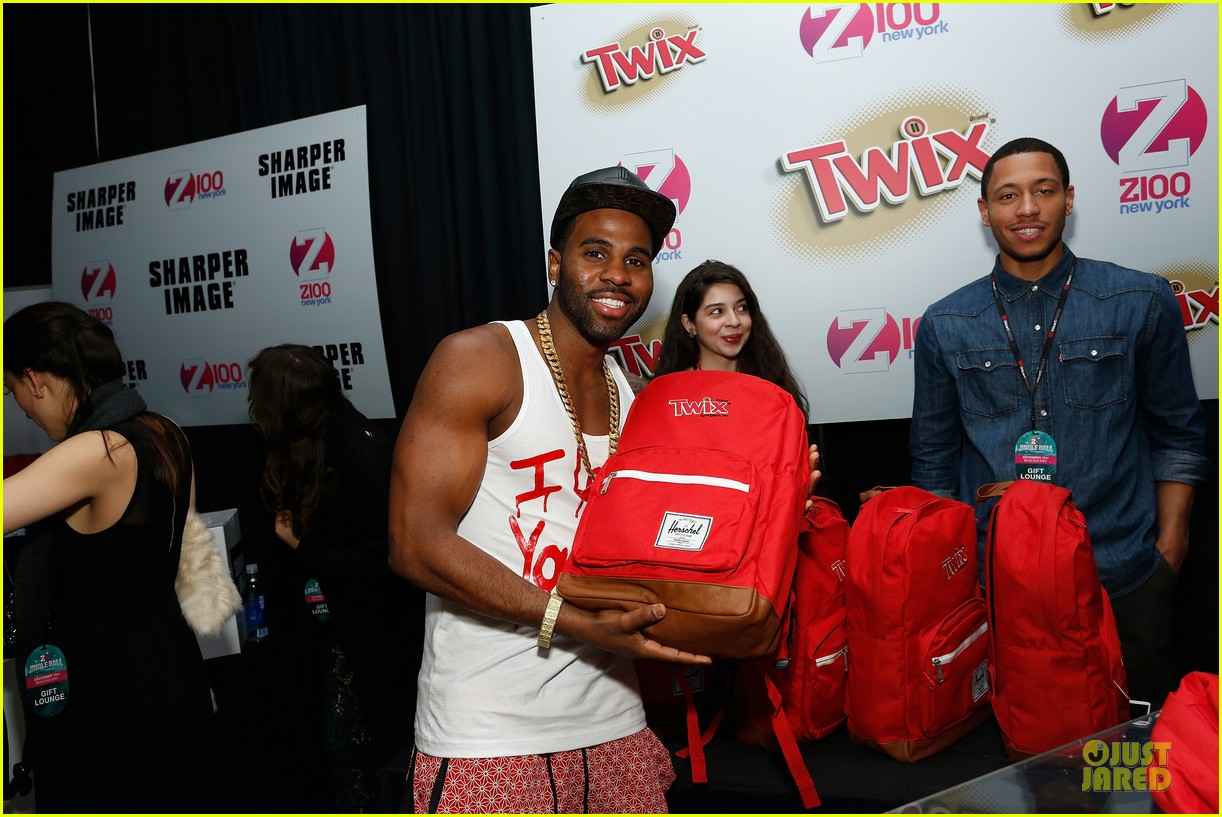 jason derulo backstage massage from jordin sparks at z100 jingle ball 2013 exclusive 133011631