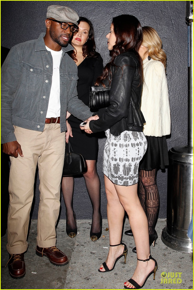 taye diggs hollywood club exit with three gal pals 033018976
