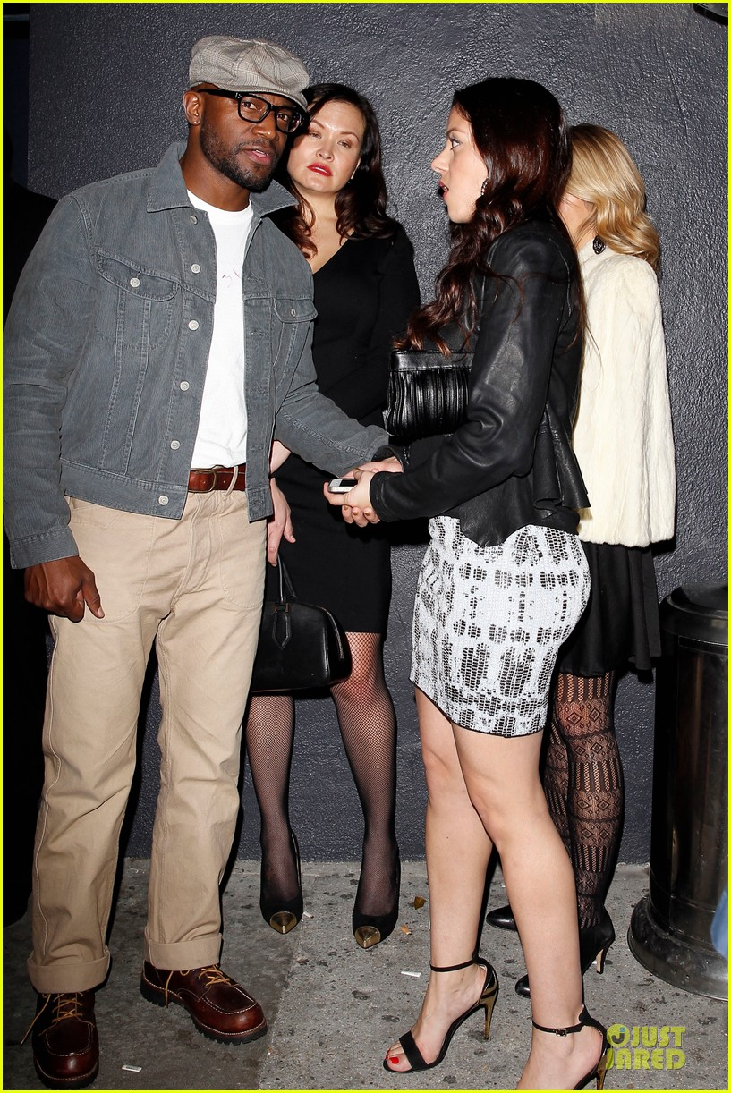 taye diggs hollywood club exit with three gal pals 053018978