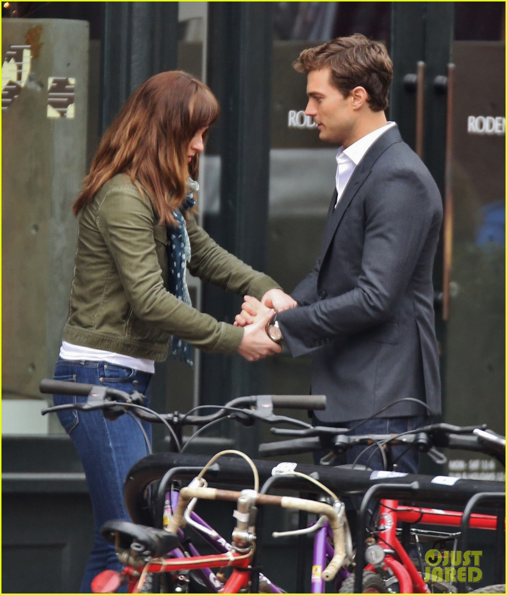 jamie dornan dakota johnson dance for fifty shades of grey 053014997