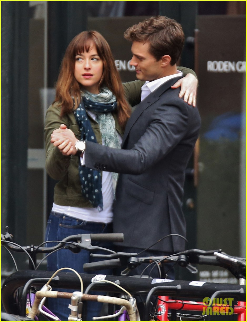 jamie dornan dakota johnson dance for fifty shades of grey 063014998