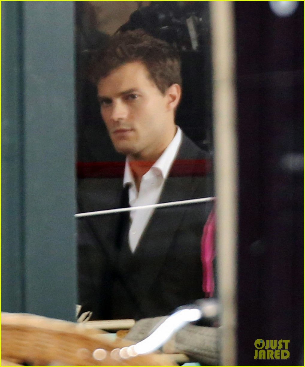 jamie dornan filming fifty shades of grey first photos on set 043002964