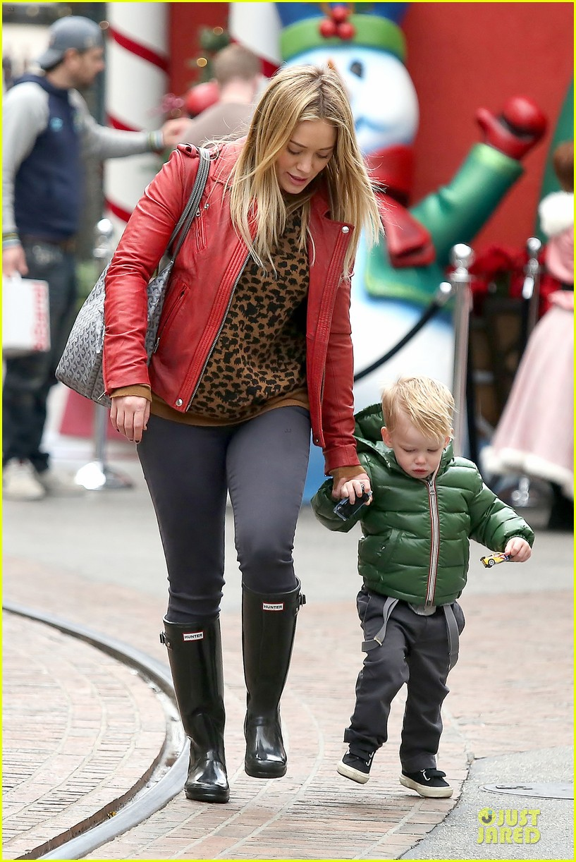 hilary duff santa claus visit with luca 073015770