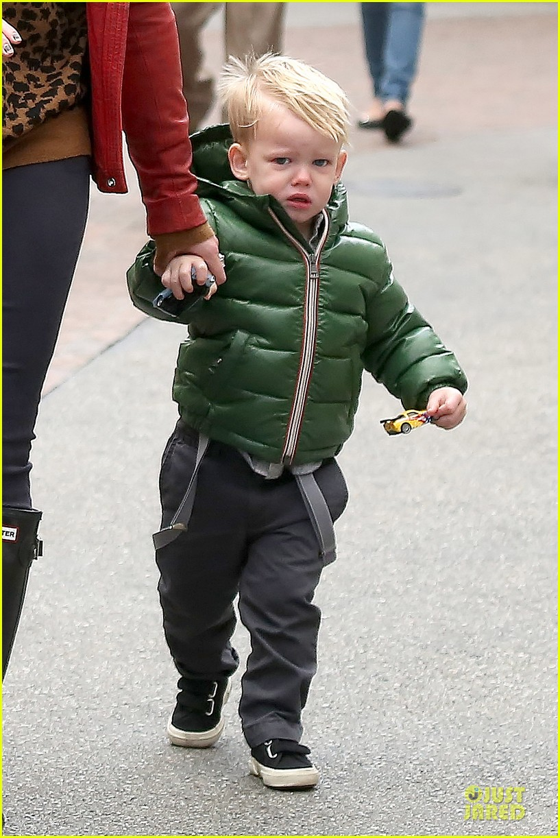 hilary duff santa claus visit with luca 113015774