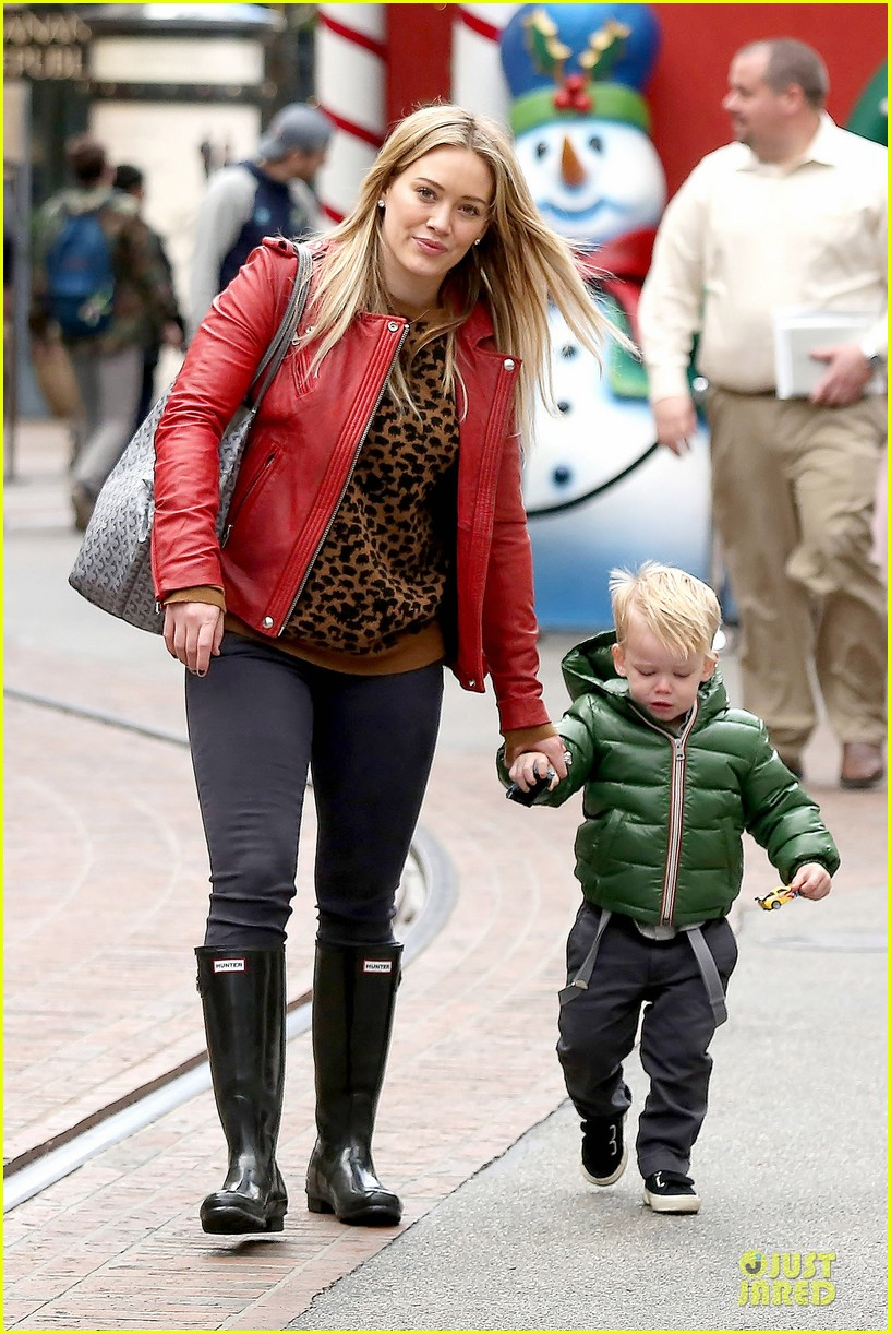 hilary duff santa claus visit with luca 123015775
