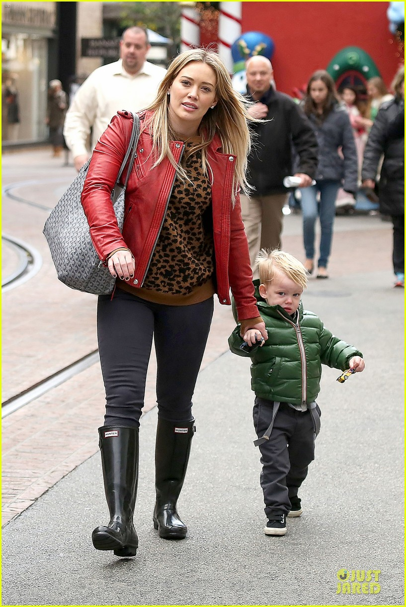 hilary duff santa claus visit with luca 133015776
