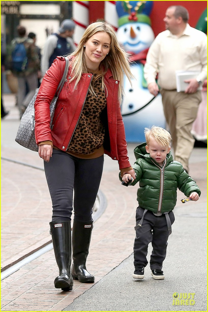 hilary duff santa claus visit with luca 153015778