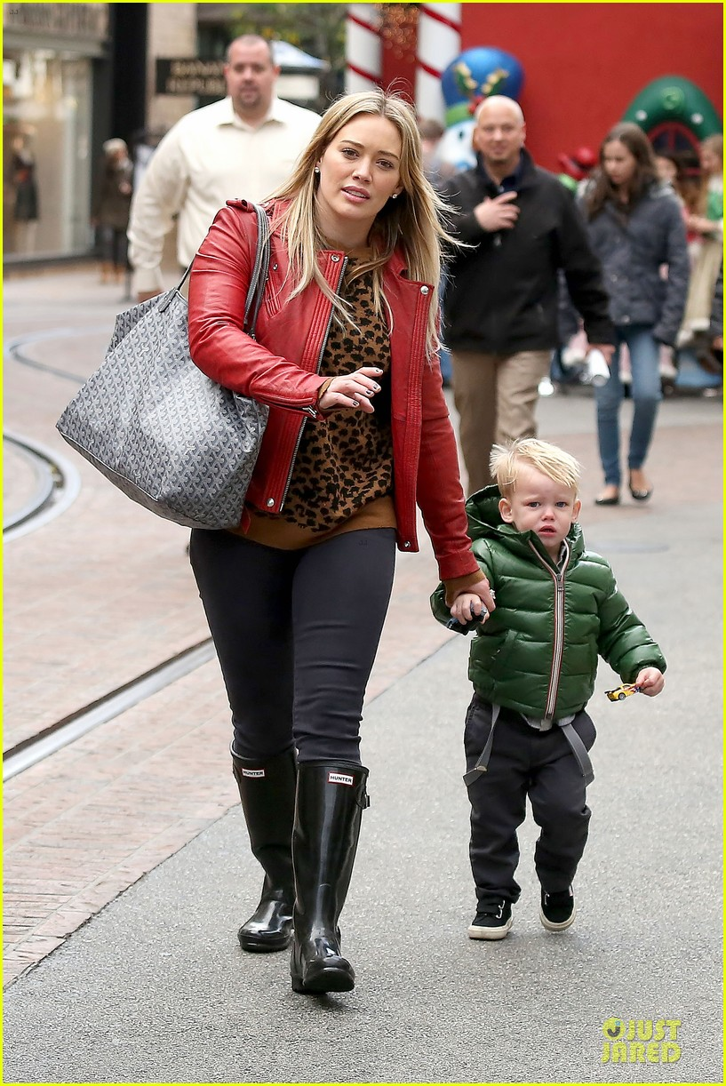 hilary duff santa claus visit with luca 163015779