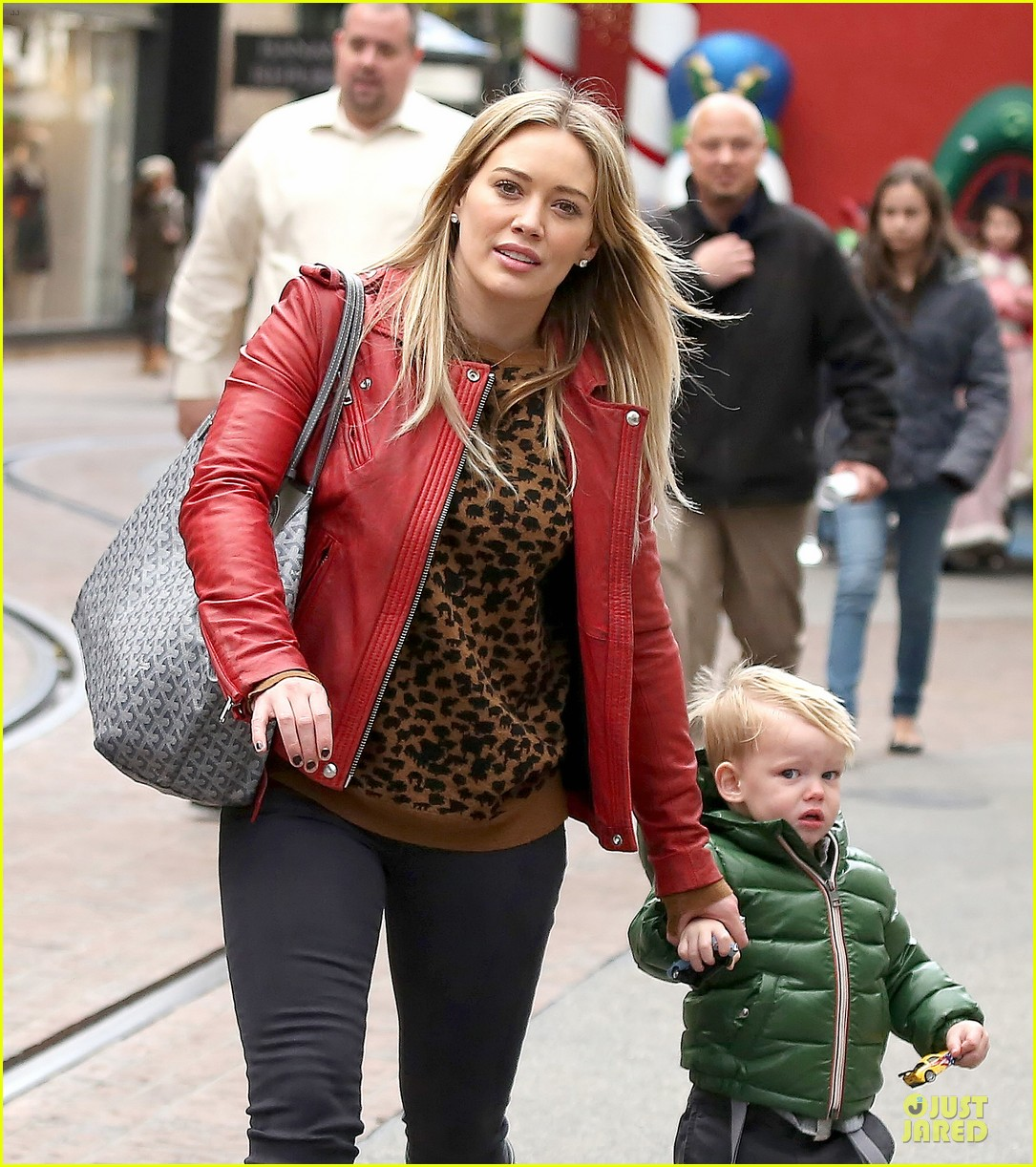 hilary duff santa claus visit with luca 173015780