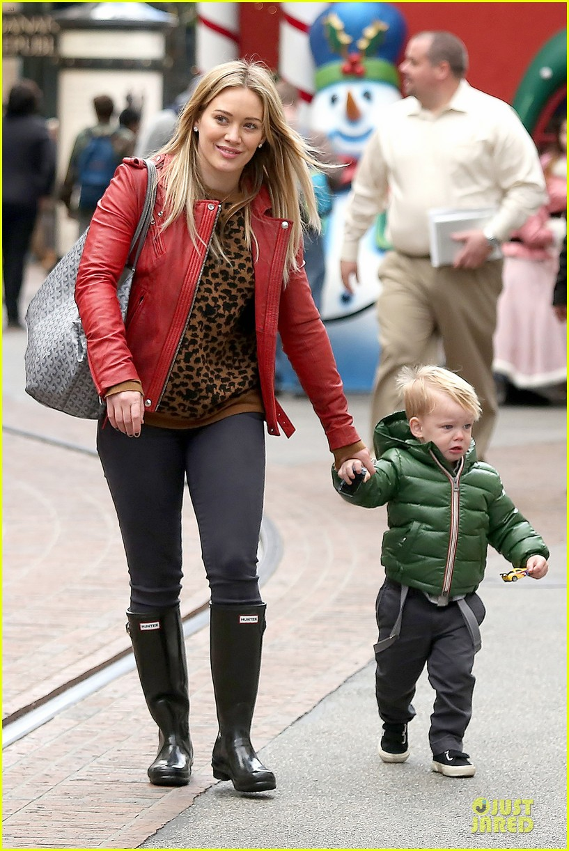 hilary duff santa claus visit with luca 183015781