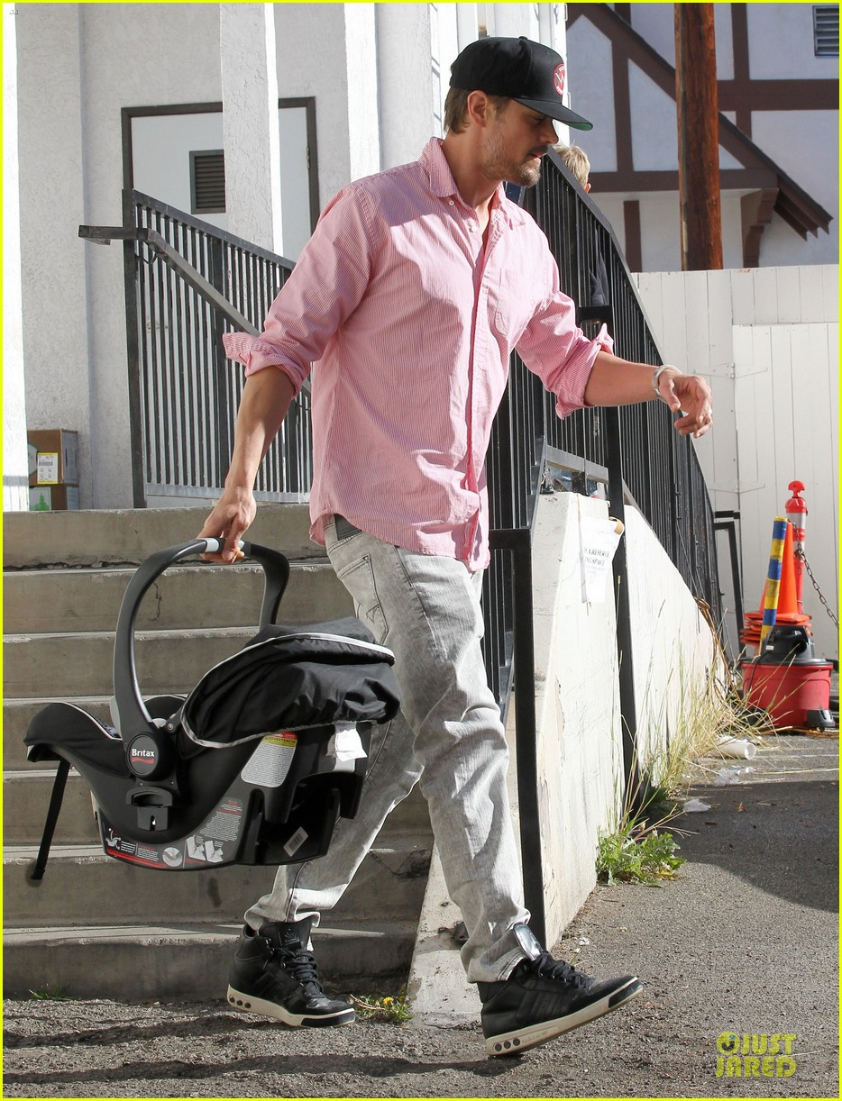 josh duhamel axl early world cafe with goldie hawn 303012038