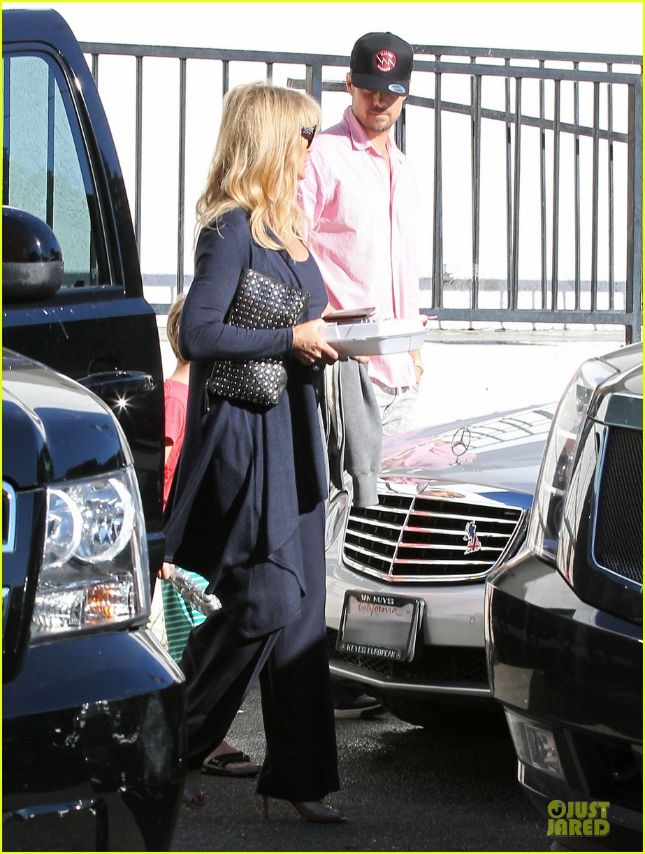 josh duhamel axl early world cafe with goldie hawn 313012039