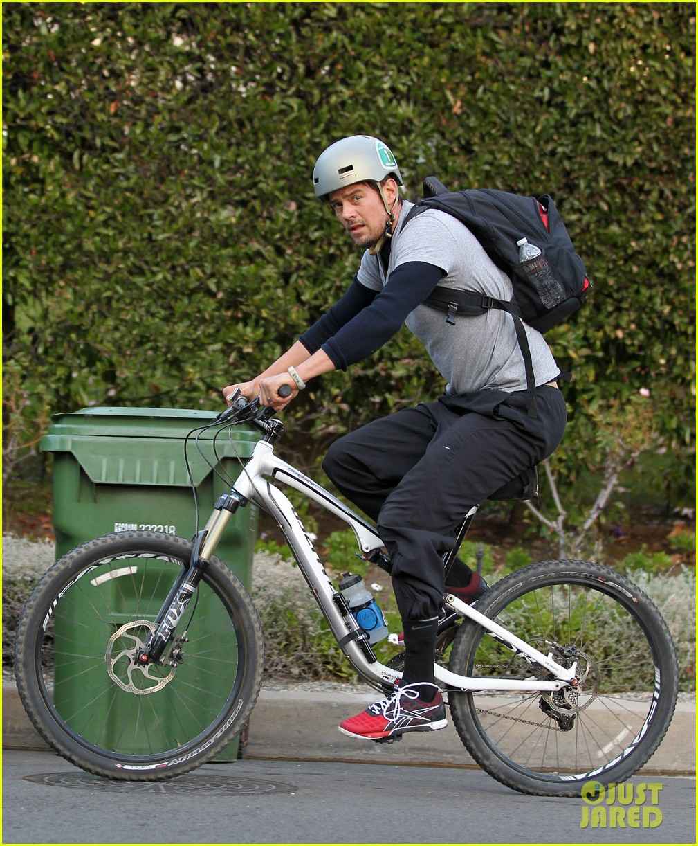josh duhamel christmas tree shopping after trevorlive la 2013 01