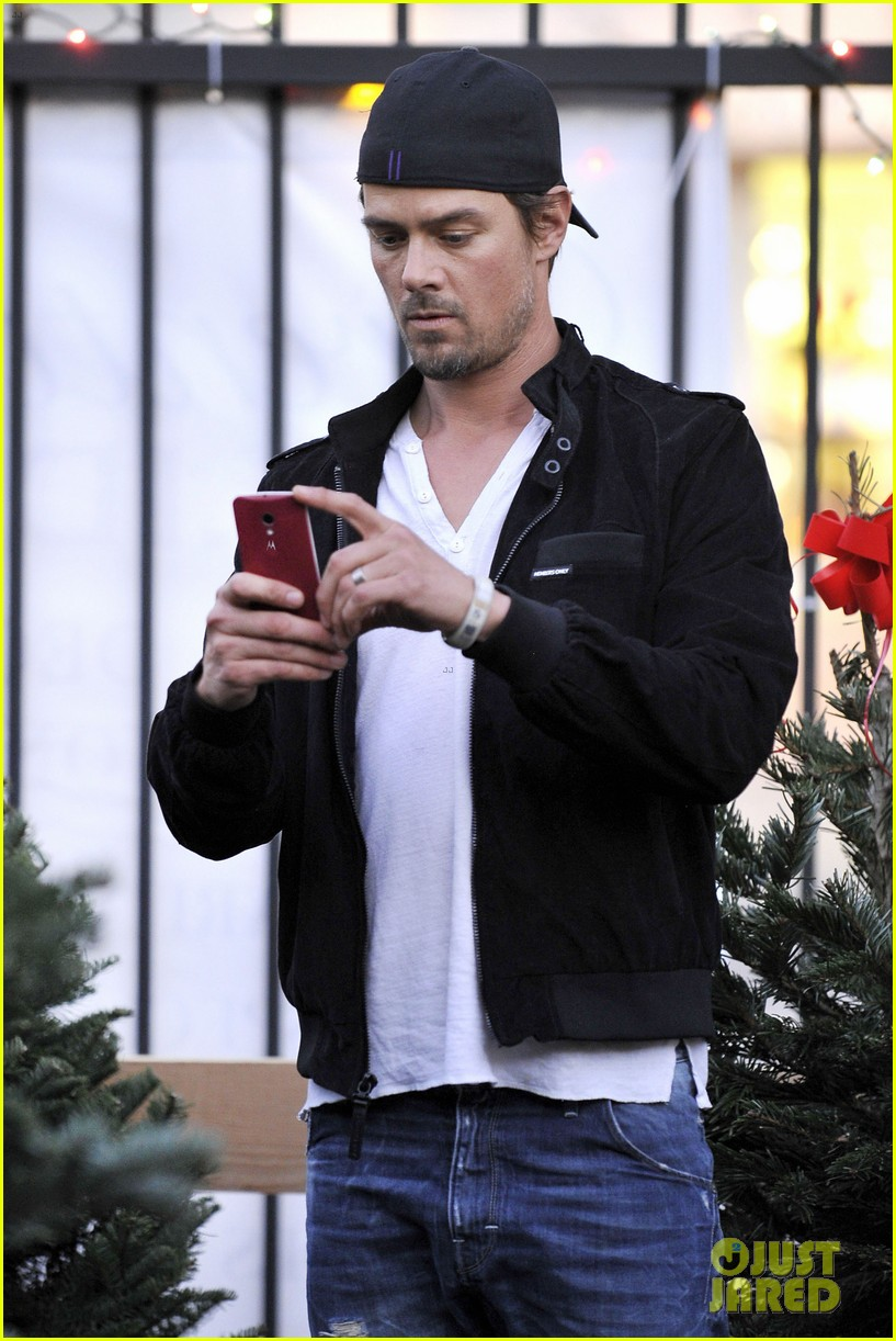 josh duhamel christmas tree shopping after trevorlive la 2013 053009726