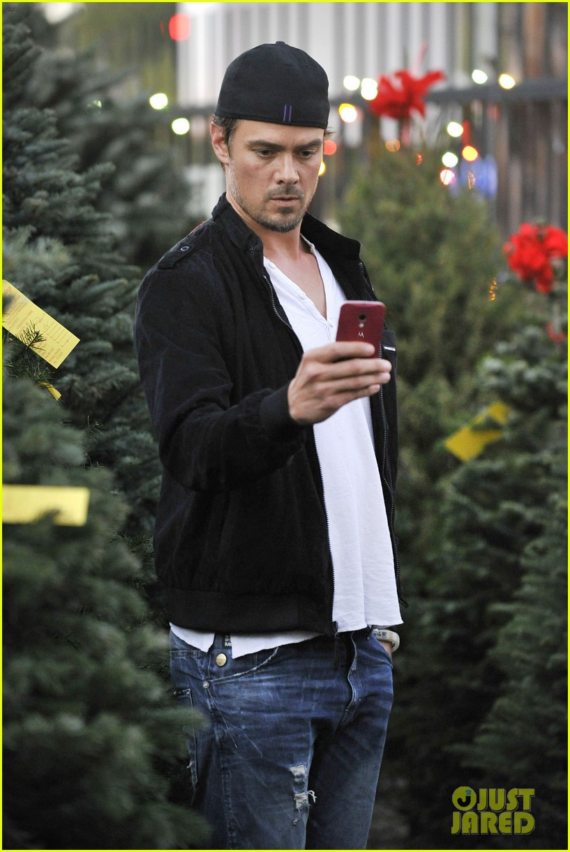 josh duhamel christmas tree shopping after trevorlive la 2013 21
