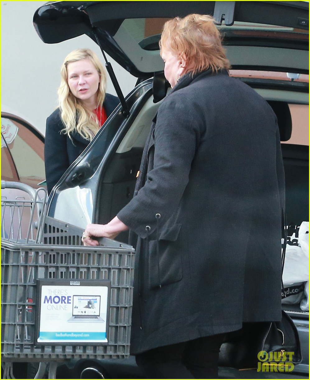 kirsten dunst saturday shopping mom inez 05