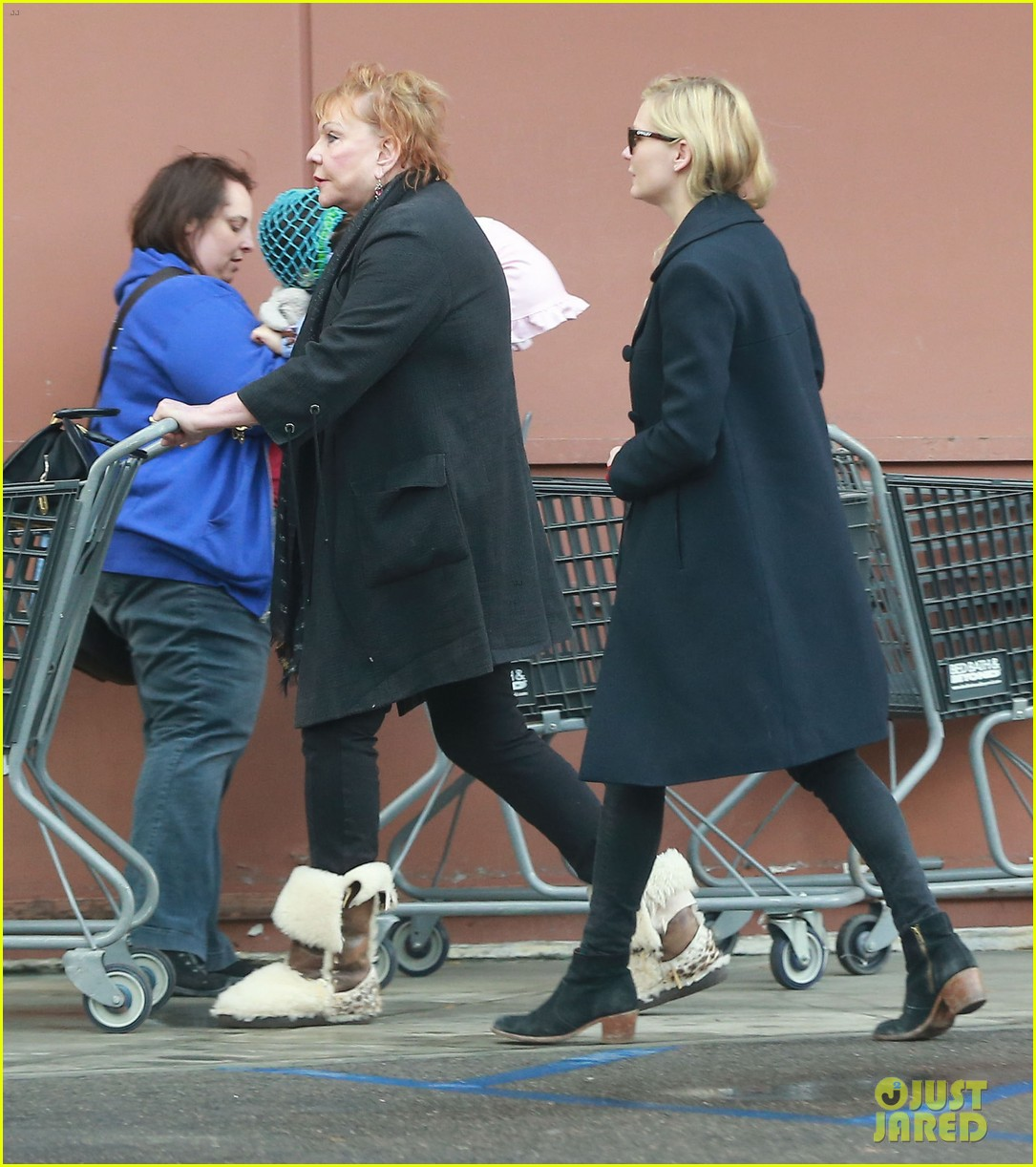 kirsten dunst saturday shopping mom inez 08