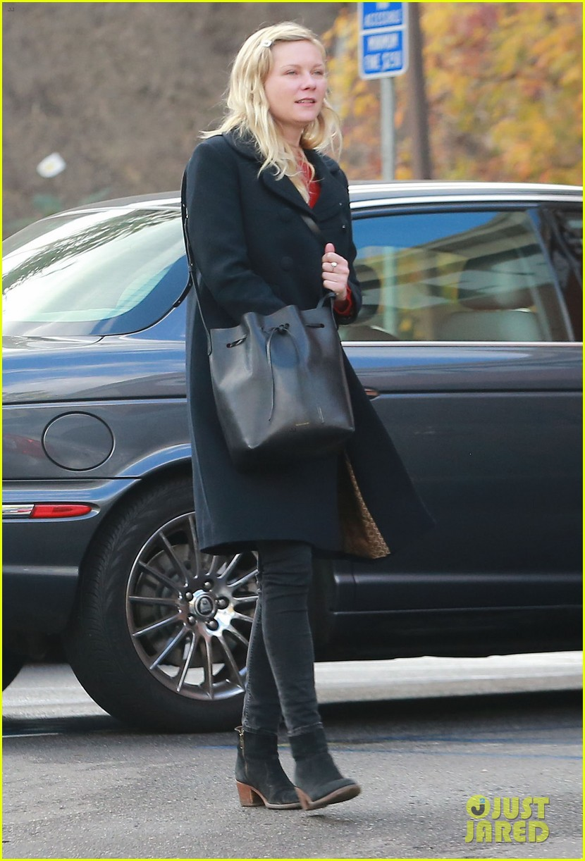 kirsten dunst saturday shopping mom inez 113007747