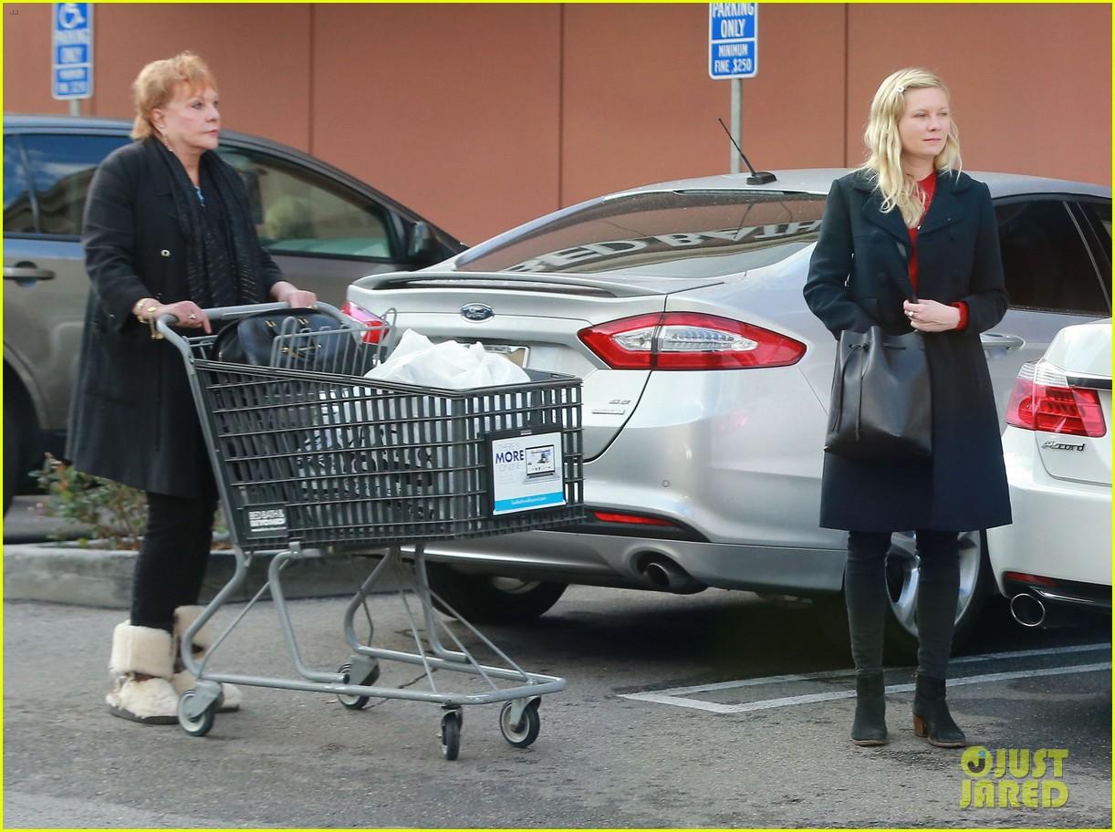 kirsten dunst saturday shopping mom inez 133007749