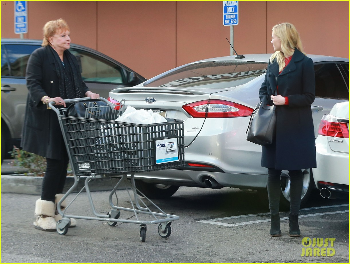 kirsten dunst saturday shopping mom inez 143007750